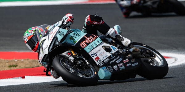 GREAT SUPERPOLE, RACE 1 LOST…ON THE FRONT!